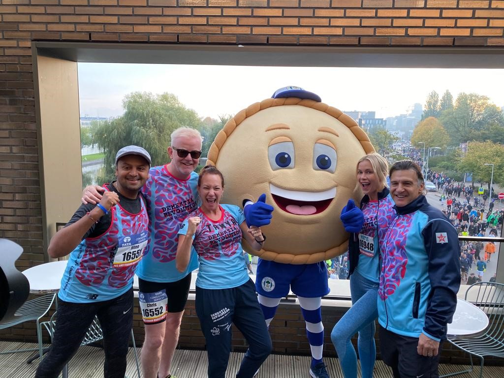 Chris Evans And Team Of 50 Runners Complete Tcs Amsterdam
