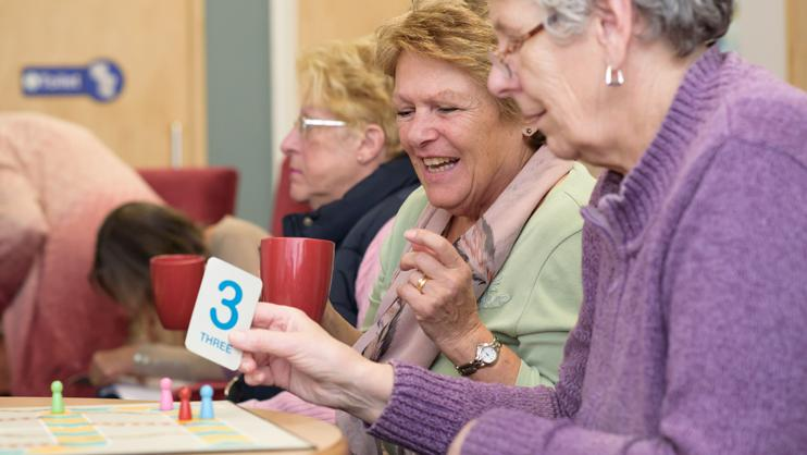 People with dementia play Snakes and Ladders.