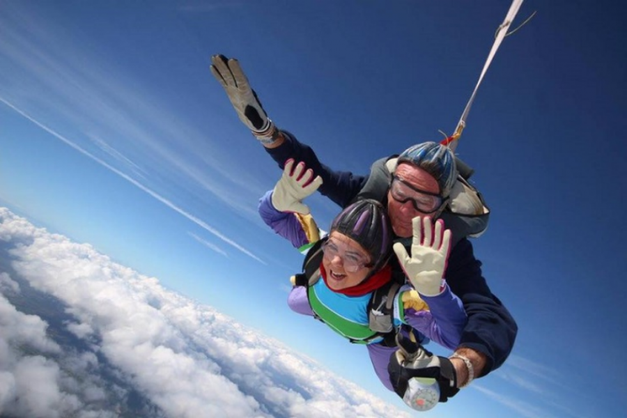Alzheimer's Society supporter Amy skydiving